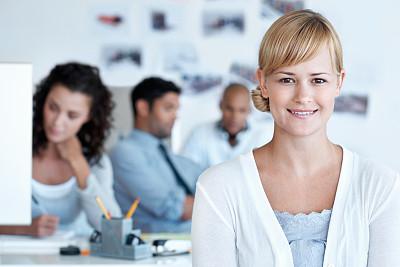 可爱的,青年女人,办公室,美,水平画幅,注视镜头,美人,人群,白人,男商人