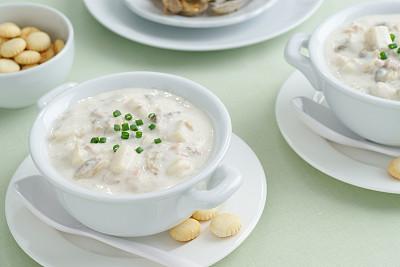 杂烩浓汤,餐具,饮食,水平画幅,开胃品,奶油,膳食,海产,脆饼干,盘子
