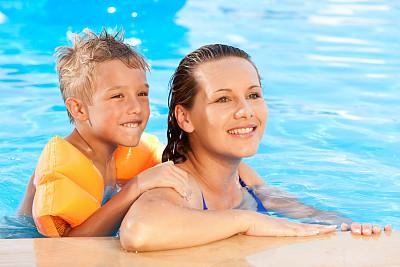游泳池,母亲,儿童,浮水圈,自然,水,女人,幸福,水平画幅,快乐