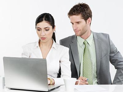商务,使用手提电脑,套装,男商人,文档,男性,仅成年人,长发,现代,青年人