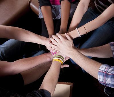 青少年,四肢,水平画幅,垒起,中等数量人群,男性,青年人,友谊,手镯,非洲人