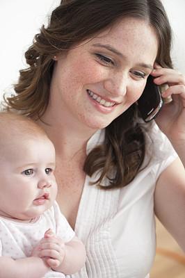 母亲,婴儿,工作母亲,大腿前部,垂直画幅,忙碌,青年人,白色,动机,技术