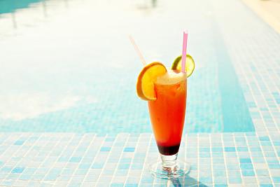 鸡尾酒,夏天,酒店游泳池,避暑圣地,水,度假胜地,休闲活动,水平画幅,空杯子,无人