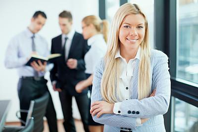 商务会议,女商人,幸福,脑风暴,公司企业,笔记本电脑,水平画幅,工作场所,会议,人群