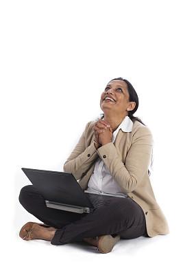 笔记本电脑,女商人,好消息,神,印度人,垂直画幅,办公室,留白,决心,仅成年人
