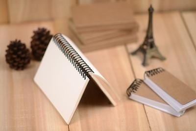 书,草图,牛皮纸,速写本,留白,褐色,水平画幅,无人,硬木地板,墨水
