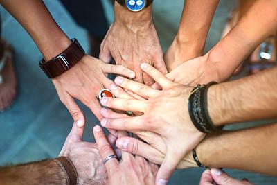 手牵手,青年人,团队,跨越鸿沟,很多只手,青少年,商务策略,少量人群,水平画幅,会议