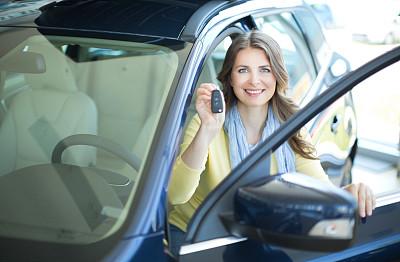 女人,汽车,方向盘,业主,陆用车,仅成年人,现代,青年人,人的脸部,人的头部