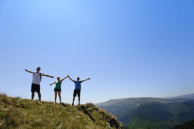 自由,友谊,正面视角,天空,四肢,水平画幅,山,手牵手,第一名,户外