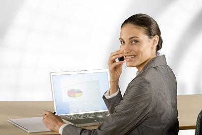手机,女商人,使用手提电脑,扭头看,套装,仅成年人,青年人,专业人员,技术,计算机