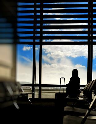 商务,女人,等,机场出发区,垂直画幅,正面视角,椅子,行李,仅成年人,青年人