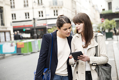 街道,青年女人,巴黎,留白,电子商务,仅成年人,现代,青年人,魅力,技术