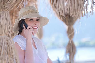 肖像,女孩,阔边遮阳帽,夏天,仅成年人,头发,青年人,海滩,彩色图片,人的脸部
