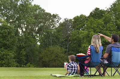 户外,家庭,事件,开端,电影,少量人群,水平画幅,参观者,草