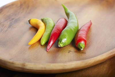 椒类食物,餐盘,红辣椒粉,热,黄辣椒,哈瓦那椒,绿辣椒,泽拉诺辣椒,黄色灯笼椒,墨西哥椒