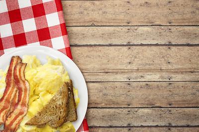 早餐,乡村风格,摊鸡蛋,野餐桌,桌子,水平画幅,鸡蛋,木制,无人,黄油
