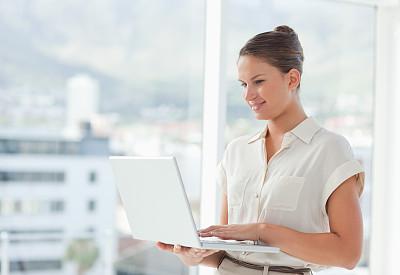 笔记本电脑,女商人,拉凡他那石拱,几乎,女人,水平画幅,20到29岁,白人,青年女人,青年人