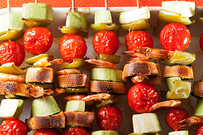 串肉签,虾,蔬菜,饮食,水平画幅,无人,膳食,海产,特写,西红柿