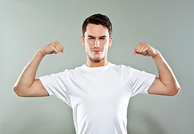 男人,力量,鼓起肌肉,t恤,假笑,留白,四肢,举起手,男性,仅男人