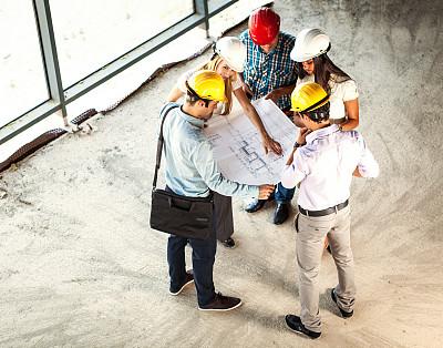 人群,专门技术,建筑工地,高视角,男商人,文档,经理,安全帽,男性,建筑业