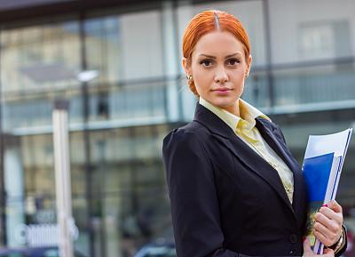 户外,女商人,办公大楼,平衡折角灯,留白,套装,图像,经理,仅成年人,青年人