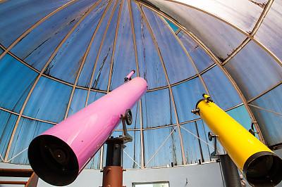 天文台,便携式望远镜,天文望远镜,圣卡塔琳娜,天空,公园,水平画幅,透过窗户往外看,无人,蓝色