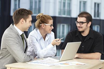 笔记本,小办公室,少量人群,文档,经理,男性,仅成年人,青年人,信心,技术