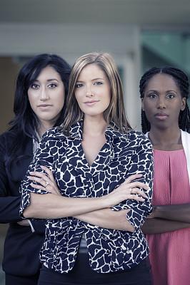 信心,三个人,女商人,一排人,两手叉腰,垂直画幅,套装,30岁到34岁,非裔美国人,仅成年人