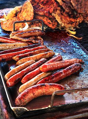 德式香肠,格子烤肉,猪肉,食品,炊具,排骨,小贩,烟熏肠,快餐车,碳烤