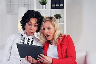 女人,平板电脑,水平画幅,人,人群,青年女人,工具,仅成年人,青年人,仅女人