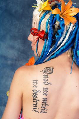 背面视角,雷鬼头,女人,蓝色,亚洲百合,垂直画幅,美,侧面像,美人,白人