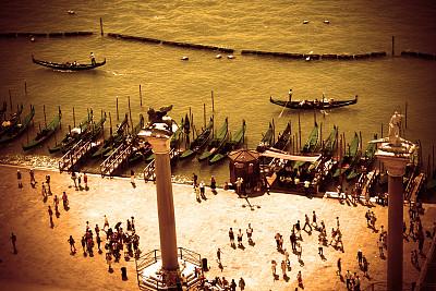 透过窗户往外看,威尼斯,佛罗伦萨钟塔,圣马克广场,船夫,大运河,圣马可广场,水,天空