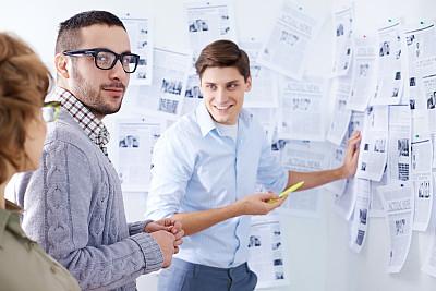 商务,表现积极,传媒,大开版,好消息,荧光笔,编辑,男商人,经理,男性
