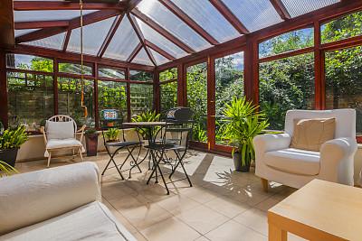 阳光房,后院,窗户,住宅房间,水平画幅,木制,无人,椅子,玻璃,房地产