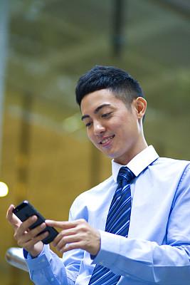 男商人,亚洲,新加坡市,垂直画幅,忙碌,男性,仅成年人,青年人,专业人员,技术