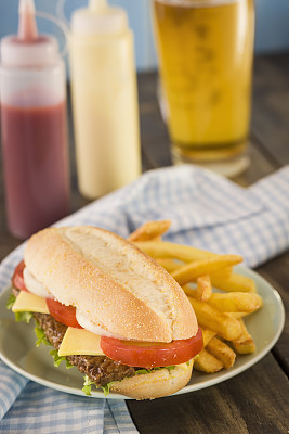 小排骨,汉堡包,沙茶酱,俱乐部食品,垂直画幅,格子烤肉,无人,切达干酪,精制土豆,奶酪