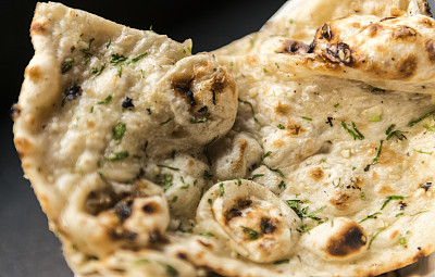 馕饼,芫荽叶,大蒜,薄煎饼,难嚼的,中东食物,皮塔饼,格子烤肉,主食,水平画幅