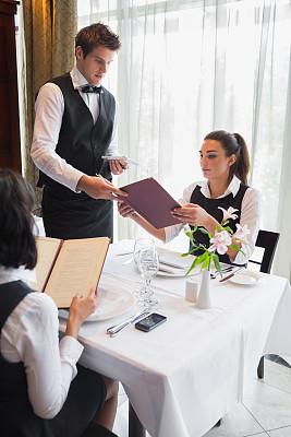 菜单,男招待,会议,幸福,套装,白人,男商人,男性,青年人,晚餐