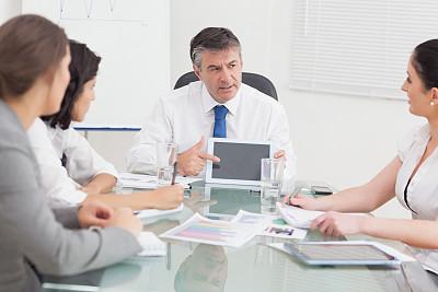 男商人,平板电脑,办公室,30到39岁,脑风暴,水平画幅,会议,套装,商务会议,白人