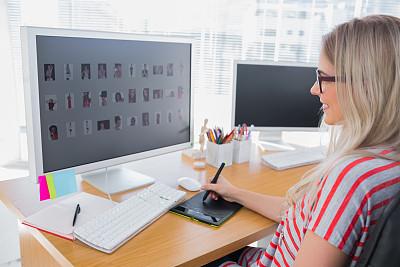 绘图板,注视镜头,图片编辑,编辑,办公室,美,水平画幅,指甲,美人,白人