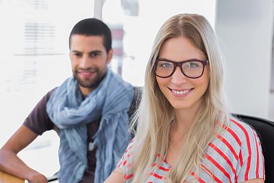 商务,创造力,职业,两个人,办公室,美,30到39岁,水平画幅,注视镜头,工作场所