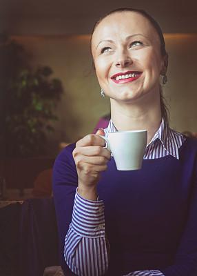 咖啡,垂直画幅,办公室,美,笔记本电脑,美人,商店,饮料,白人,仅成年人