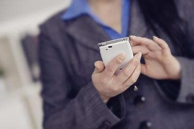 手机,女商人,消息,掌上电子游戏,图像,经理,仅成年人,网上冲浪,彩色图片,公司企业