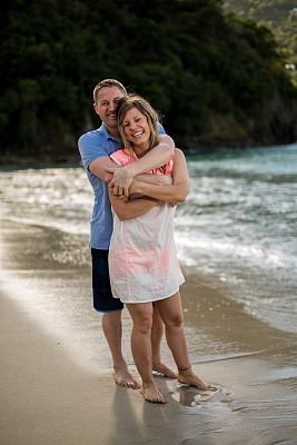 海滩,幸福,异性恋,垂直画幅,水,度假胜地,休闲活动,伴侣,旅行者,户外