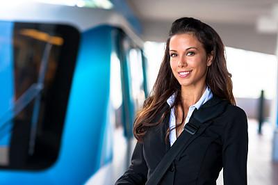 青年人,女商人,有轨电车,市郊火车,地铁,地铁站,通勤者,水平画幅,注视镜头,套装