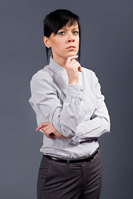 女商人,垂直画幅,美,职权,美人,黑发,套装,白人,经理,仅成年人