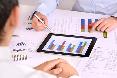 平板电脑,财务报告,忙碌,男商人,经理,股市数据,专业人员,技术,公司企业,书桌