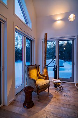 室内,小别墅,概念,易接近性,边几,顶楼公寓,垂直画幅,古董,透过窗户往外看,夜晚