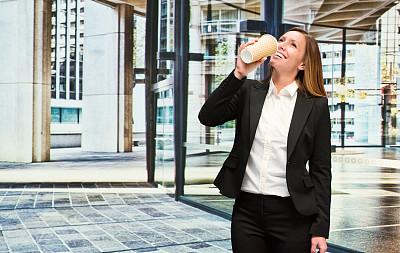 快乐,办公室,咖啡,女商人,半身像,仅成年人,现代,青年人,地板,商务