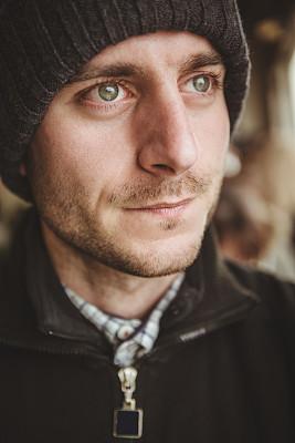 羊毛帽,肖像,男人,白色人种,垂直画幅,30到39岁,络腮胡子,白人,仅男人,仅成年人